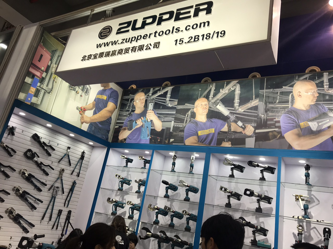 https://vhcorp.com.vn/upload/images/ZUPPER/zupper%20hydraulic%20tools.jpg